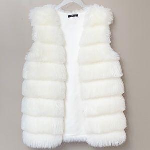 💕NWT-Faux Fur Winter Vest Medium